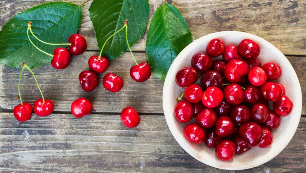 Kirschen sind lecker und sehr gesund, sie weden auch Gicht-Patienten empfohlen. © Rastkobelic / shutterstock.com