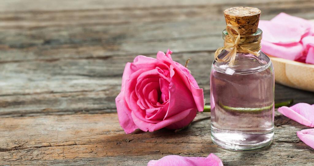 Rosenöl gegen Stress und Depressionen nutzen die Menschen weltweit. © Halil ibrahim mescioglu / shutterstock.com