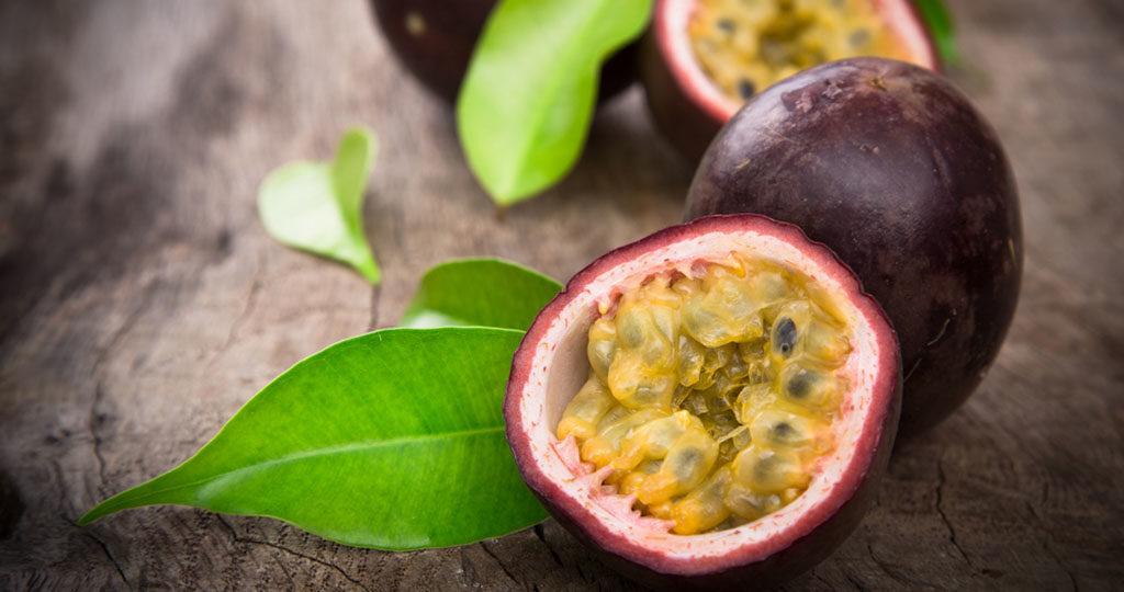 Passionsfrucht ist eine wahre Vitaminbombe und reich an Lycopin. © Lukas Gojda / shutterstock.com