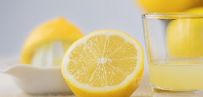 Die Zitrone enthält viel herzgesundes Vitamin C. © Julia700702 / shutterstock.com