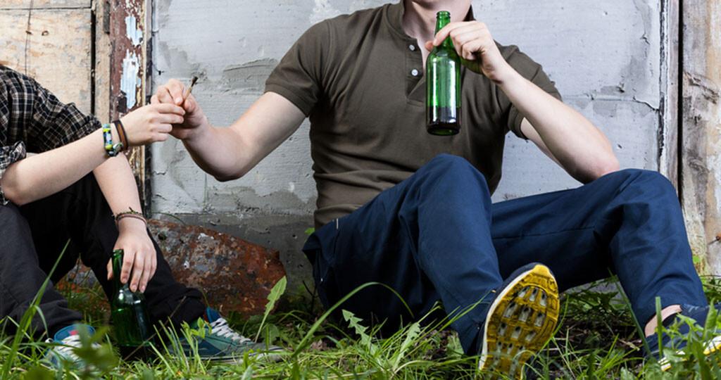 Alkohol und Cannabis sind eine gefährliche Kombination, vor allem bei Mischkonsum. © Photographee.eu / shutterstock.com