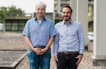 Dietmar Fischer (links) und Marco Leibinger wollen wissen, wie sich verletzte Nerven des Zentralen Nervensystems regenerieren beziehungsweise heilen können. © RUB, Kramer