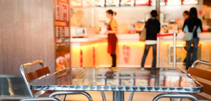 Fast-Food-Restaurant begünstigen Fettleibigkeit, Herzinfarkt und andere Erkrankungen. © Dmitry Naumov / shutterstock.comFast-Food-Restaurant begünstigen Fettleibigkeit, Herzinfarkt und andere Erkrankungen. © Dmitry Naumov / shutterstock.com