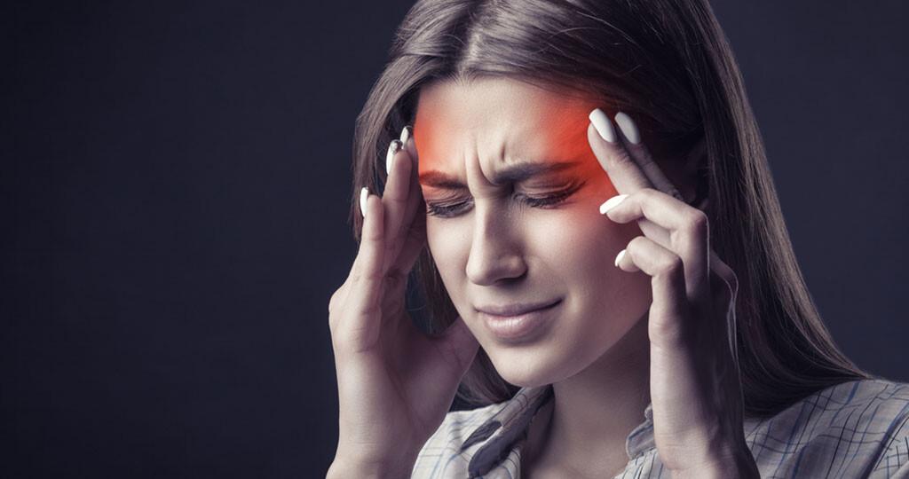 7 von 10 Menschen leiden Monat für Monat zumindest einmal an Kopfschmerzen. © Artem Furman / shutterstock.com