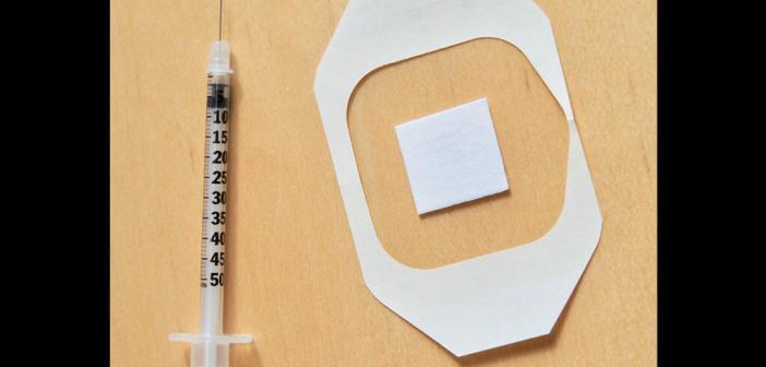 Ein neues nadelfreies Grippeimpfpflaster Forschung das Immunsystem ähnlich wie eine herkömmliche Grippeimpfung ohne negative Nebenwirkungen. Dies ist ein wichtiger Schritt in Richtung einer Technologie, die nadelbasierte Impfmethoden ersetzen könnte. © Medizinisches Zentrum der Universität von Rochester