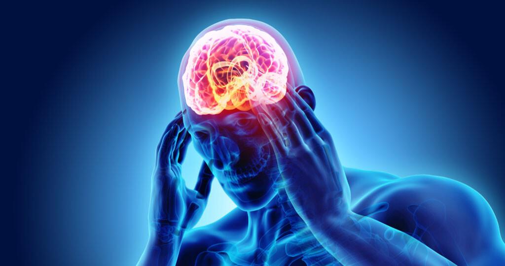 Rheumatischer Kopfschmerz bei Riesenzellarteriitis – häufig im Bereich der Schläfen. © MDGRPHCS / shutterstock.com