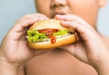 Chancen bei Vorbeugung und Therapie der Adipositas, Fettleibigkeit, bei Kindern: das belegt die neue Leitlinie Adipositas im Kindesalter. © kwanchai.c / shutterstock.com