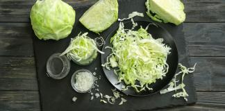 Kraut ist gut für die Verdauung beispielsweise bei Verstopfung, es hat aber auch wenig Kalorien und entält viele Vitamine. © Pixel-Shot / shutterstock.com
