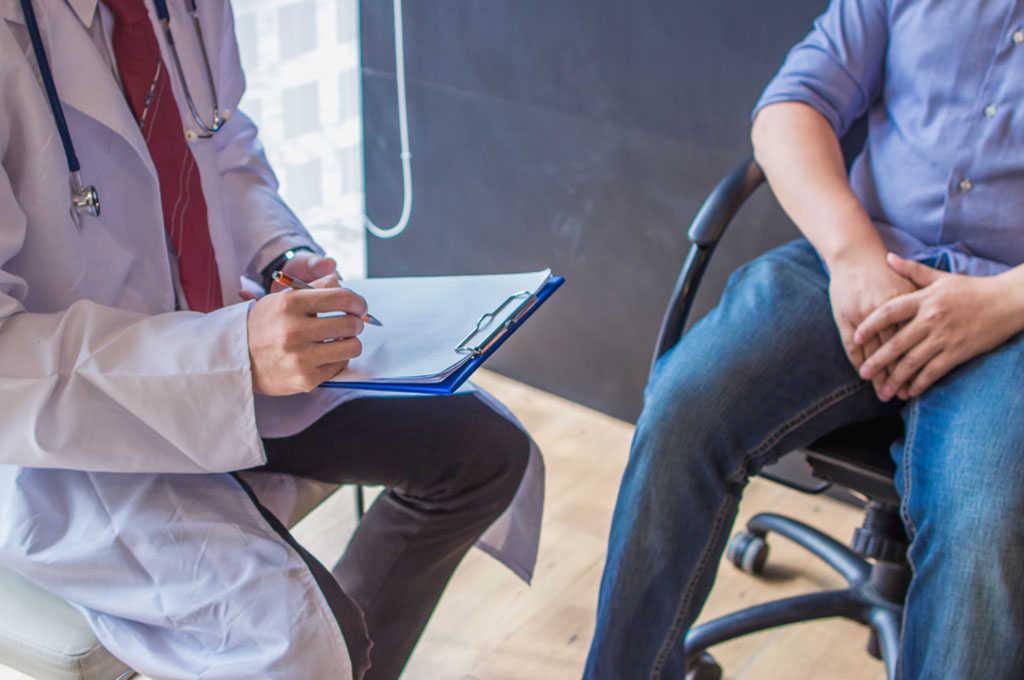Erste Anzeichen und Symptome der Prostata müssen keinesfalls durch Prostatakrebs entstehen. © Korawat photo shoot / shutterstock.com
