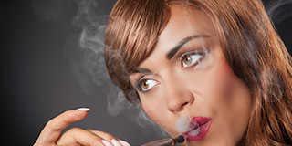 Die e-Zigarette – nikotinfreie und nikotinhaltige – bringt auch positive Effekte. © RPM.Photo / shutterstock.com
