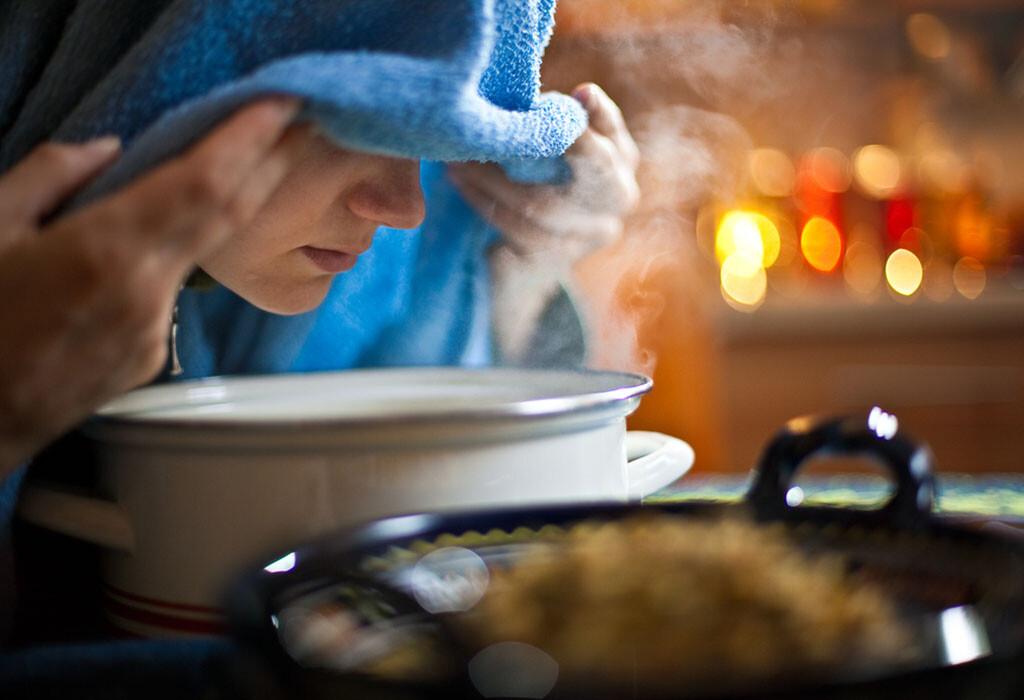 Mittels Inhalation von Heilpflanzentees mit ihren ätherischen Ölen Heiserkeit selbst zu behandeln, ist seit jeher sehr bewährt.  © goodbishop / shutterstock.com