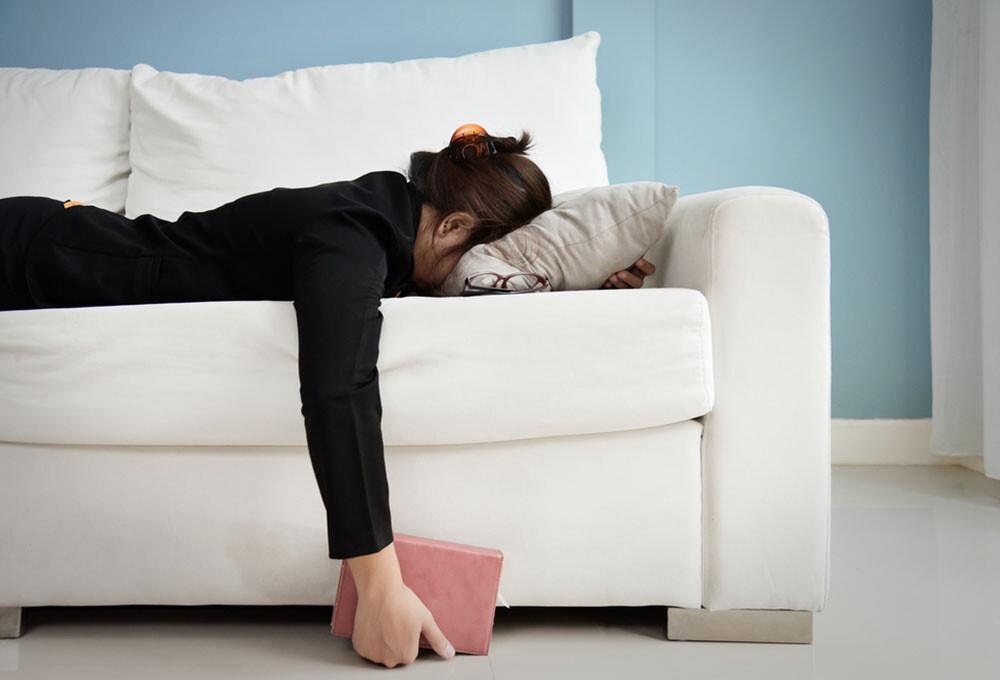 Erschöpfung, Müdigkeit und Konzentrationsschwäche sind typische Symptome, bei denen man an einen möglichen Eisenmangel denken sollte. © eggeegg / shutterstock.com