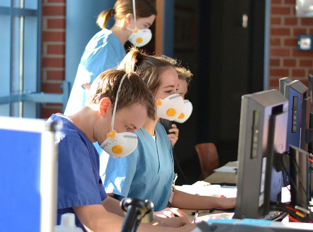 Heinsberg-Studie: Studentische Hilfskräfte halfen bei der Probennahme in Gangelt mit. © Oliver Thanscheidt