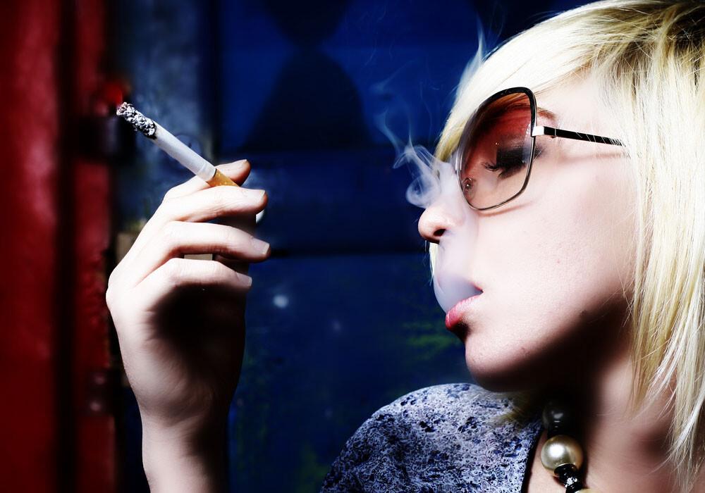 Das Rauchen ist ein Risikofaktor für Augenerkrankungen wie Grüner Star, Katarakt, AMD und Trockene Augen. © Aliyev Alexei Sergeevich / shutterstock.com
