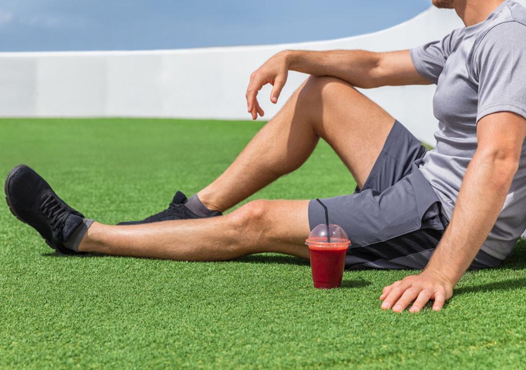 Bio-Doping mit Rote Bete als Saft hat unterstützende Wirkung auf Leistungssteigerung und Ausdauer beim sportlichen Training. © Maridav / shutterstock.com