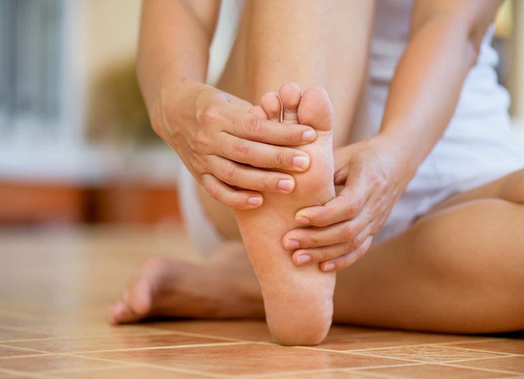 Tipps und Übungen für gesunde Füße fördern auch das allgemeine Wohlbefinden. © siam.pukkato / shutterstock.com