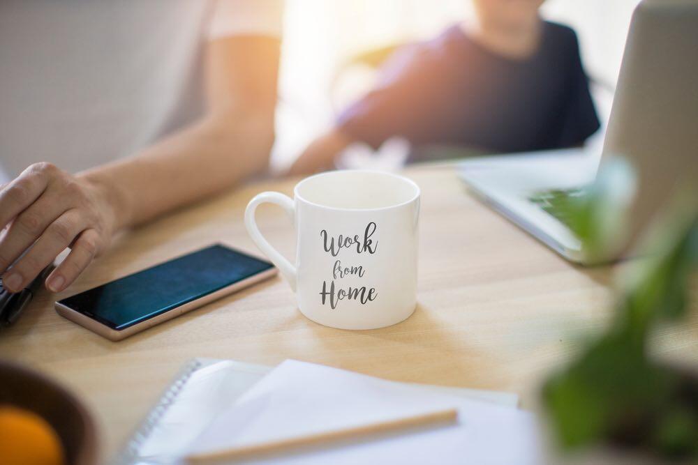 Arbeit, Freizeit, Unterricht, Spielen, Leben 24/7 unter einem Dach. Das erzeug starken Stress. © Peiling Lee / shutterstock.com